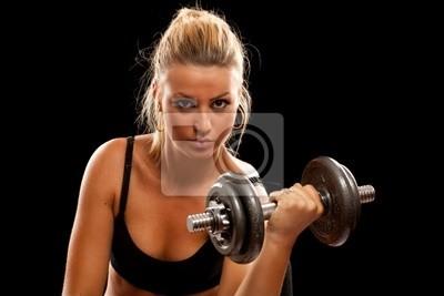 Młoda kobieta robi treningu