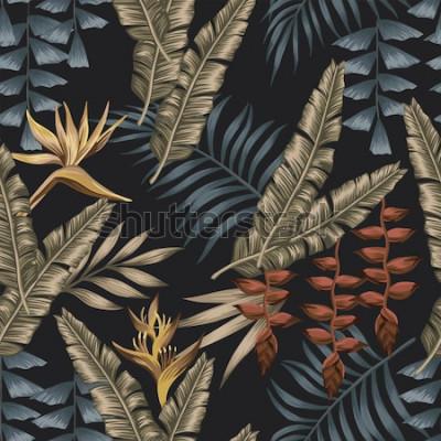 Tapeta Nocna egzotyczna dżungla ze złotymi tropikalnymi kwiatami rajskiego ptaka (strelizia) bezszwowa koszulka z tkaniny. Tapeta lato czarne tło
