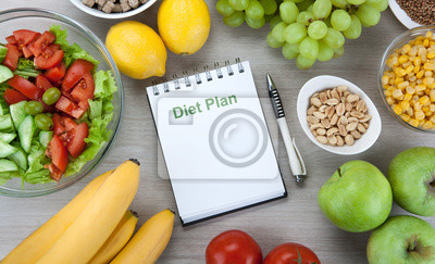 Tapeta notebook with a diet plan with fresh vegetables and fruits on the table