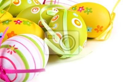Pastelowe i kolorowe jaja wielkanocne