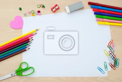0d083dd5ef43d Tapeta Przybory szkolne z pustych stron • papier