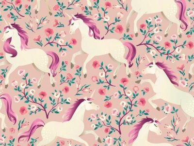 Tapeta Ręcznie rysowane rocznika jednorożca w magiczny wzór lasu. Ilustracja wektorowa w stylu wiktoriańskim.