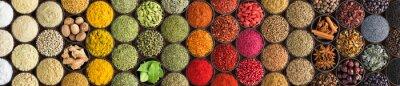 Tapeta Różne przyprawy i zioła jako tło. Kolorowe przyprawy w filiżankach, widok z góry