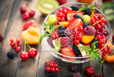 Tapeta Sałatka ze świeżych owoców w misce