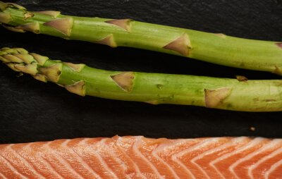 Tapeta Salmon Fish Cooking Raw Fillet Pepper Salt Olive Oil Rosemary Lemon Green Asparagus Wooden Table Lifestyle Healthy Concept