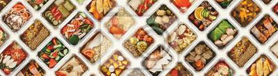 Tapeta Set bierze oddalonych jedzenie pudełka przy białym tłem