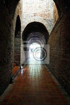 Tapeta Starożytny tunel Wat Umong