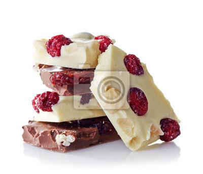 Sterty połamanych czekoladowe sztuk na białym tle