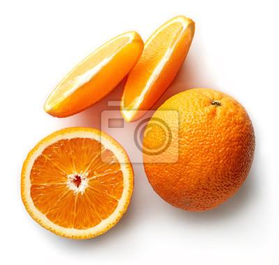 Świeże pomarańczowy samodzielnie na białym tle