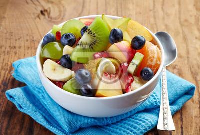Świeże zdrowe sałatki owocowe