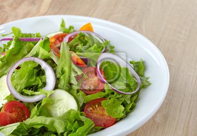 Świeże zdrowe sałatki z warzyw
