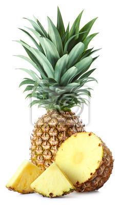 Świeży ananas w całości i plasterki
