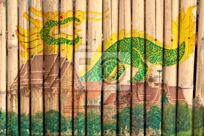 Tapeta Thai Temple i malowanie smoka na bambusa ogrodzenia z drewna