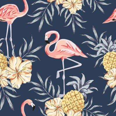 Tapeta Tropikalne różowe ptaki flaming, bukiety kwiatów hibiskusa, ananasy, liście palmowe, tło granatowe. Wektor wzór. Ilustracja dżungli. Egzotyczne rośliny. Lato kwiatowy wzór plaży. Natura