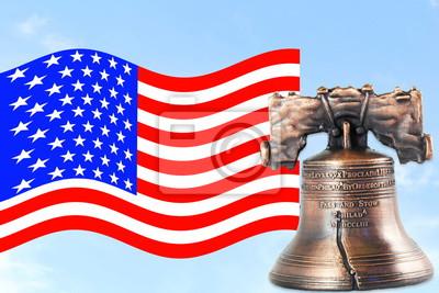 us lub American flag Macha w błękitne niebo z dzwonkiem idolem wolności