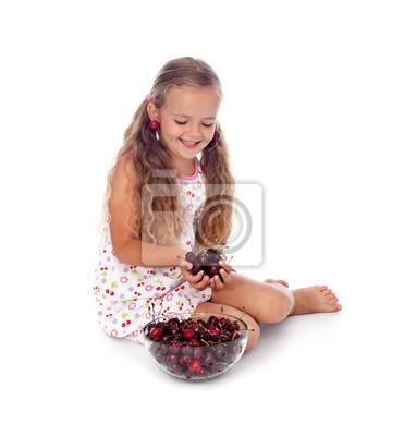 Uwielbiam czereśnie - Dziewczynka ze świeżych owoców latem