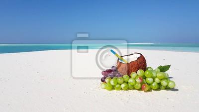 V02205 Malediwy piękny tło plaży biały piaszczysty tropikalny raj wyspa z błękitnego nieba wody morskiej oceanu 4k zielone winogrona kokosowe