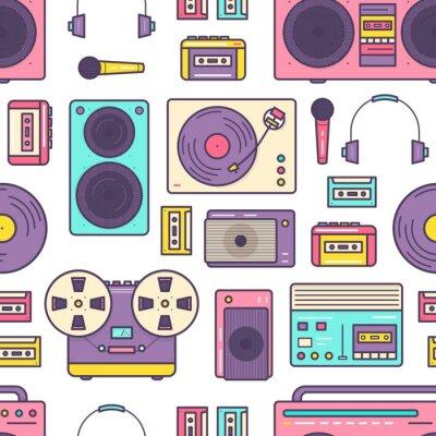 Tapeta Wzór z retro analogowy odtwarzacz muzyki, magnetowid i magnetofon, gramofon, słuchawki, mikrofon, głośnik na białym tle. Barwiona wektorowa ilustracja dla tkanina druku.