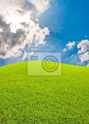 Zielone wzgórza i bkue niebo
